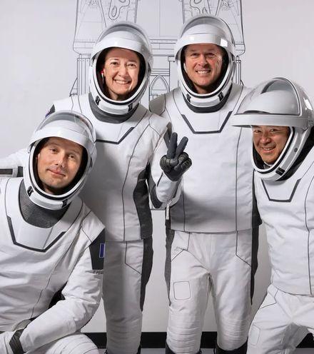 K7lyhg spacex crew 2 x220