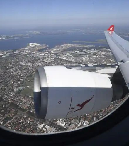 R9i79p australia returning flight x220