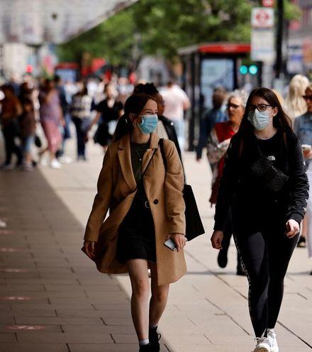 S2qcmq https cdn cnn.com cnnnext dam assets 210704074751 face masks london 06 06 2021 x220