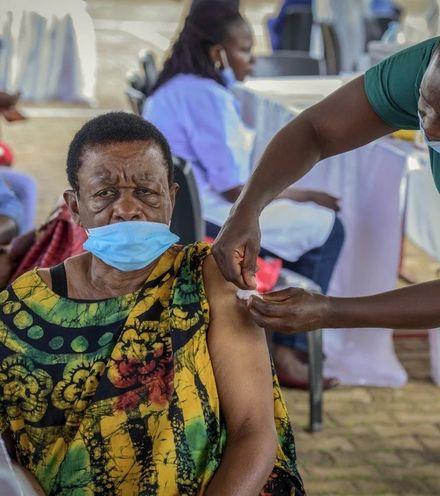 Ajixfn uganda vaccination x220