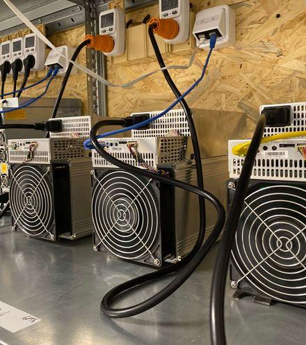 Aft8q2 bitcoin mining farm x220