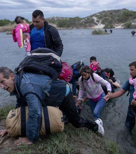 Rbrqyv migrants at texas border x220